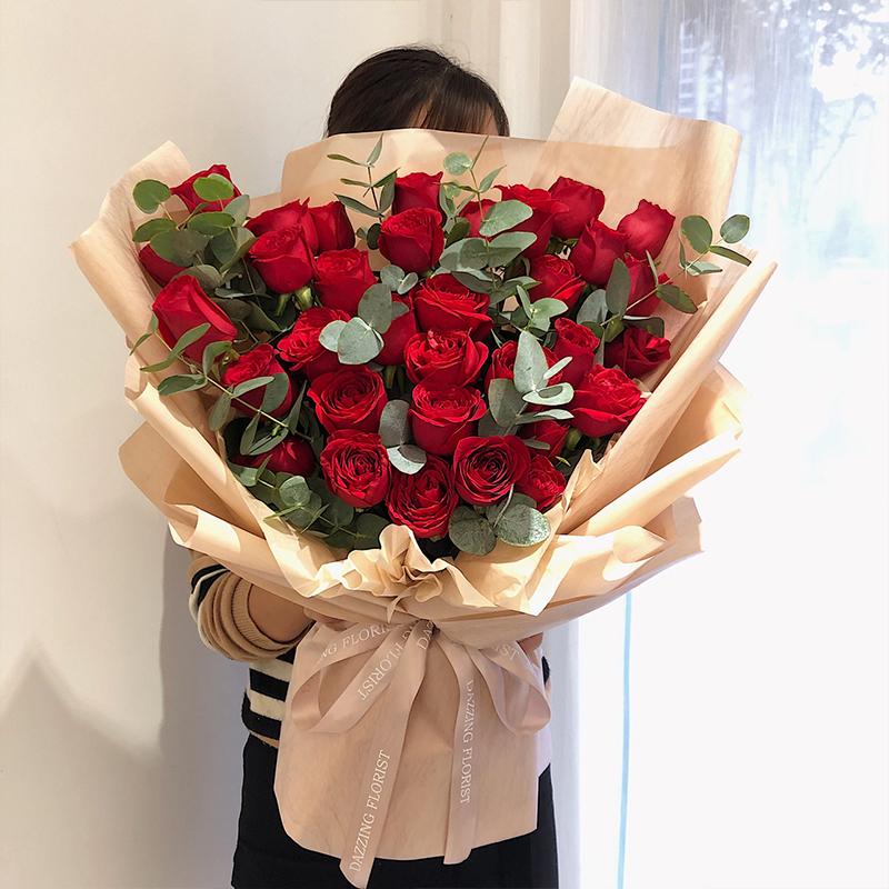 朝朝暮暮-33朵红玫瑰 廊坊哪家网上鲜花店服务好?妈妈生日礼物送什么好