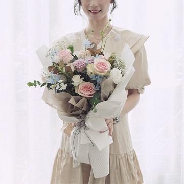 心上人-13朵混色玫瑰韩式混搭
