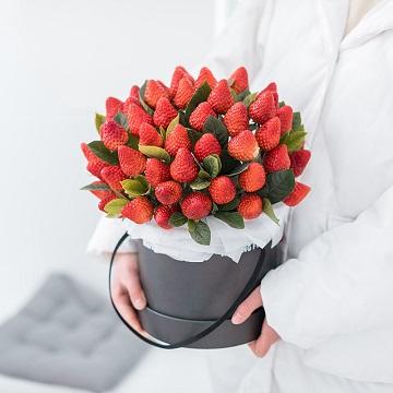 垂涎欲滴-52颗草莓抱抱桶