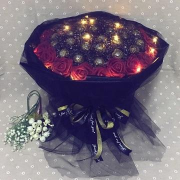 甜蜜无限-网红33颗巧克力+33朵红玫瑰花束