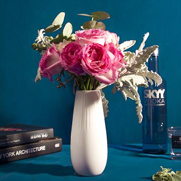 娉婷秀雅-8支粉玫瑰(送花瓶)