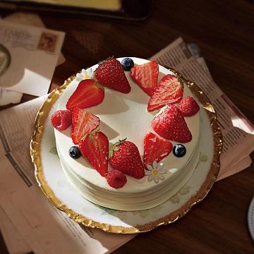 草莓鲜奶蛋糕