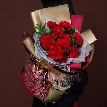 岁月静好-11朵红色康乃馨